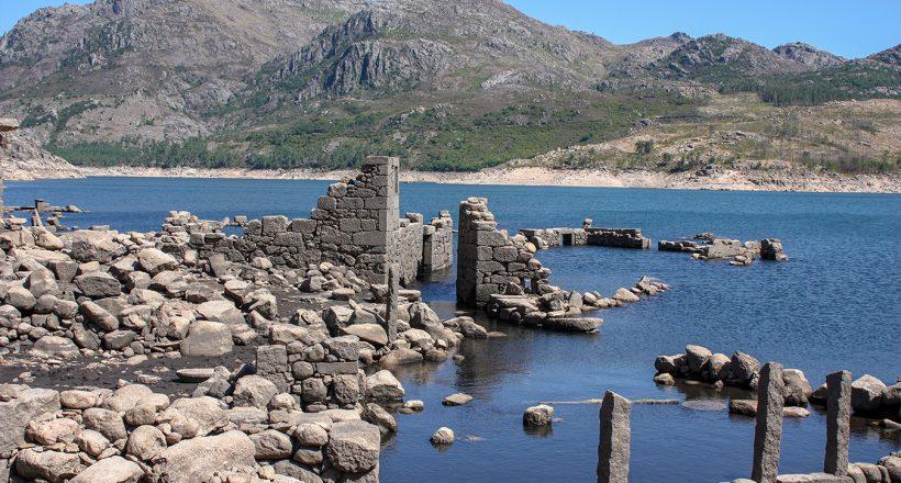 Barragem de Vilarinho da Furna, Aldeia submersa