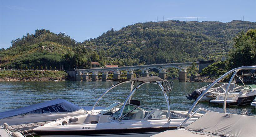 Ponte de Rio Caldo - Barco - Plataforma - Marina de Rio Caldo
